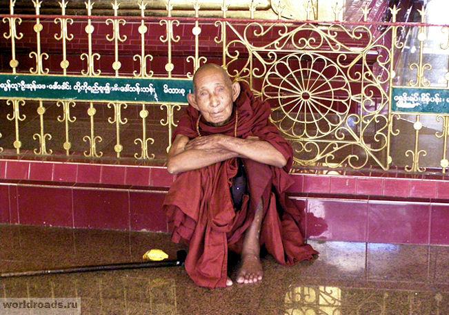 Буддийский монах Мьянмы