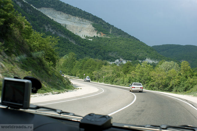 Дорога к Михайловскому перевалу