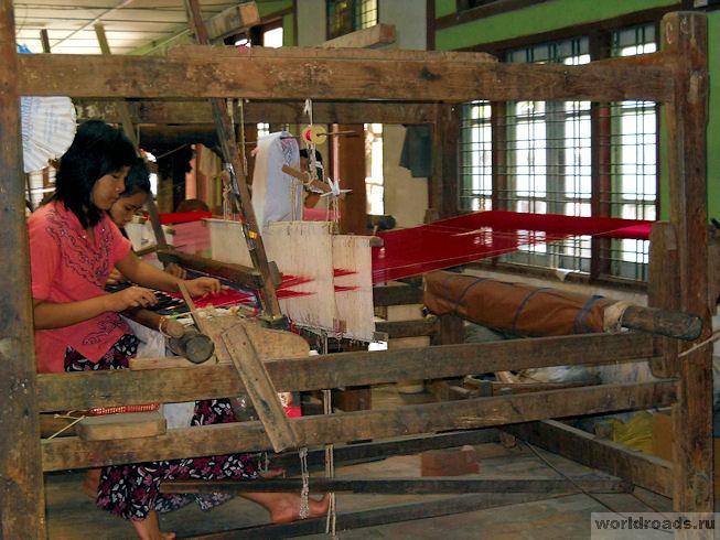 Шёлковая фабрика в Мандалае