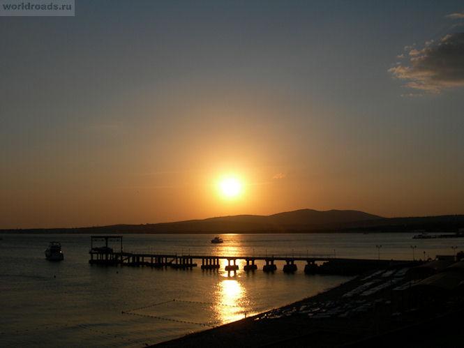 Закат на море Геленджик