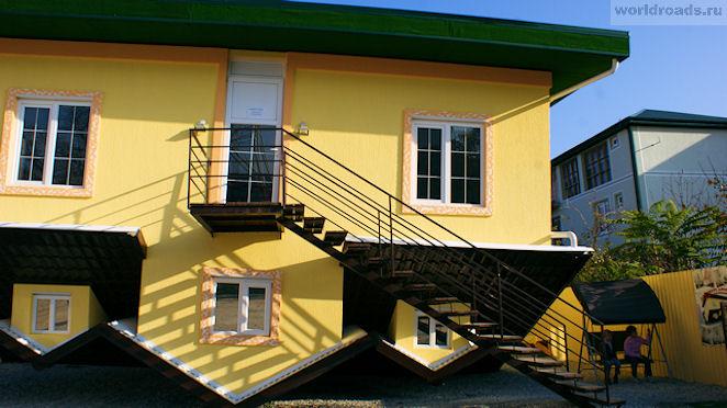 Дом вверх дном в Кабардинке