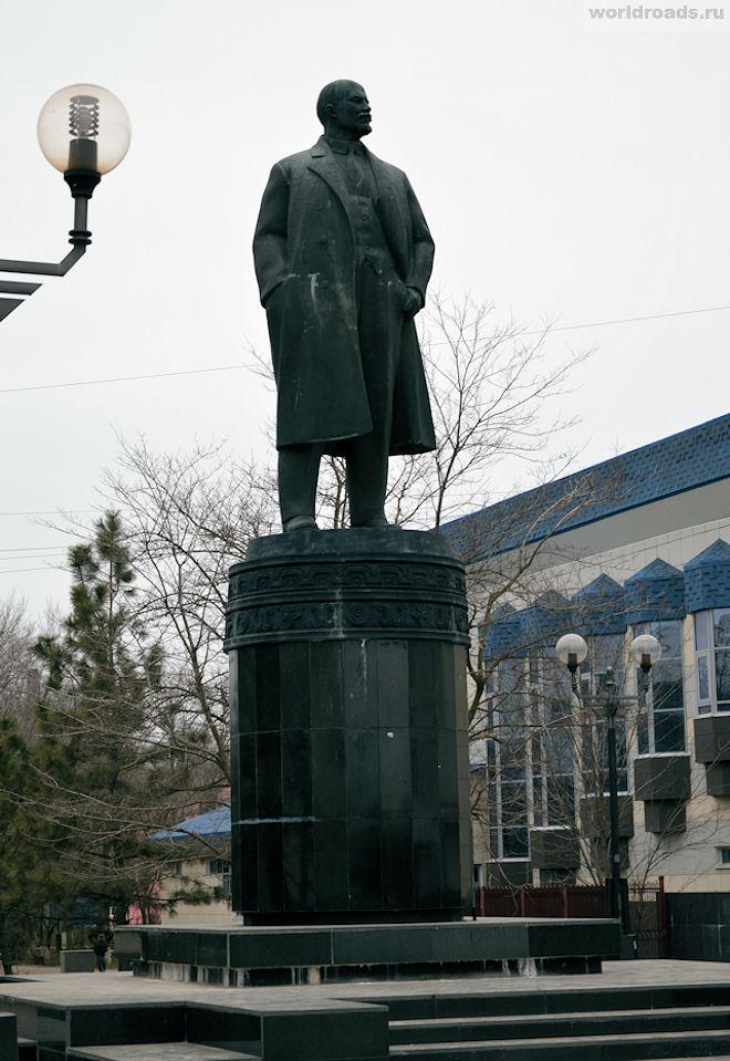 Памятник Ленину в Элисте