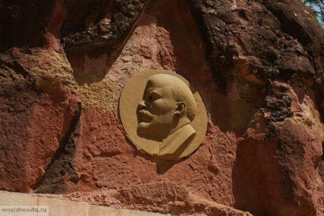 Барельеф Ленина в Кисловодске