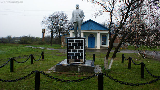 Памятник Ленину в хуторе Гусев