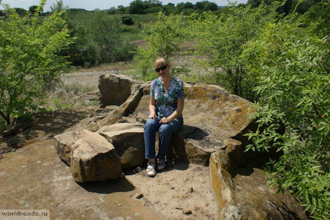 Каменный диван в Красном Яру