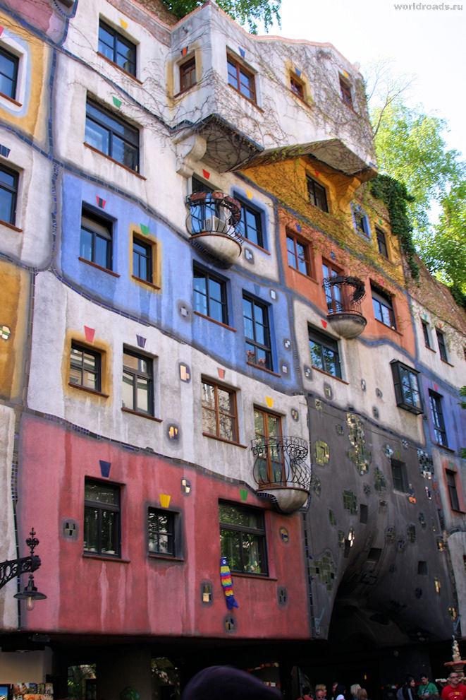 Разноцветный дом Хундертвассера в Вене