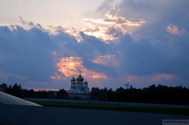 Церковь на закате