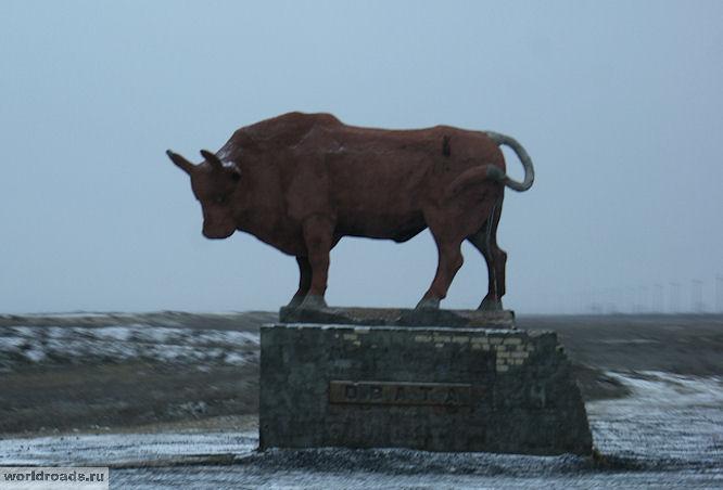 Памятник калмыцкому быку