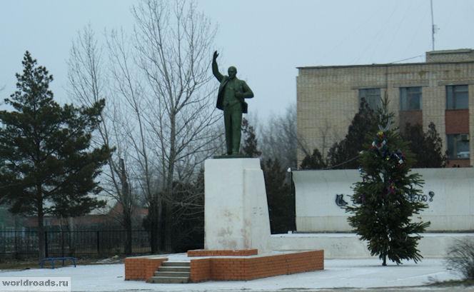 Памятник Ленину в Калмыкии