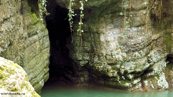 Агурские водопады Чёртова нора