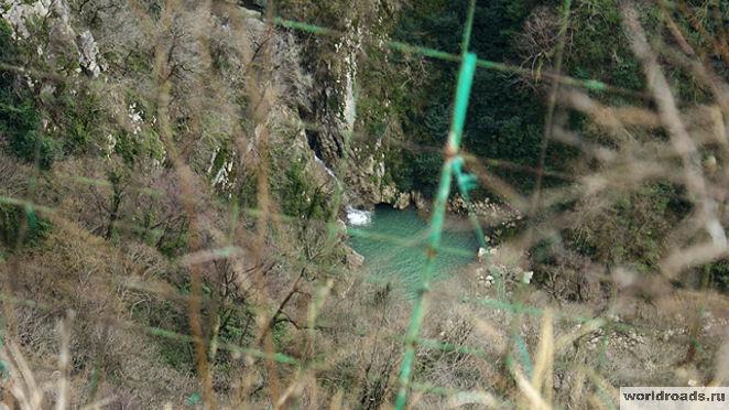 Нижний Агурский водопад
