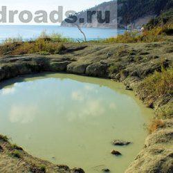 Озеро с голубой глиной бухты Инал