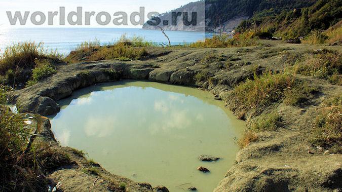 Озеро с голубой глиной в бухте Инал