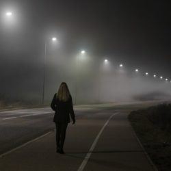 Куда идут ночью одинокие люди по трассе?
