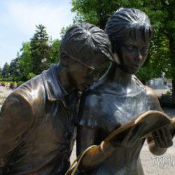 Памятник Шурику и Лиде в Краснодаре