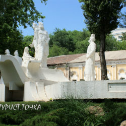 Памятник Степану Разину и его дружине на набережной Ростова-на-Дону