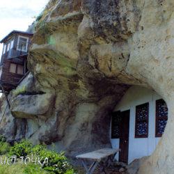 Древний пещерный монастырь в Мангуп-Кале, Крым