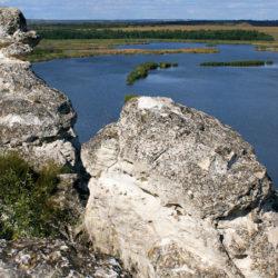 Лысогорка в Ростовской области, меловые горы над прудом