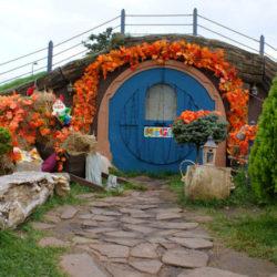 Парк Мега Ростов на трассе М4-Дон: домики хоббитов, водопады и пруды